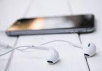 auriculares-conectados-al-movil
